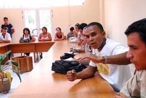 20091106045045-jovenes-debates.jpg